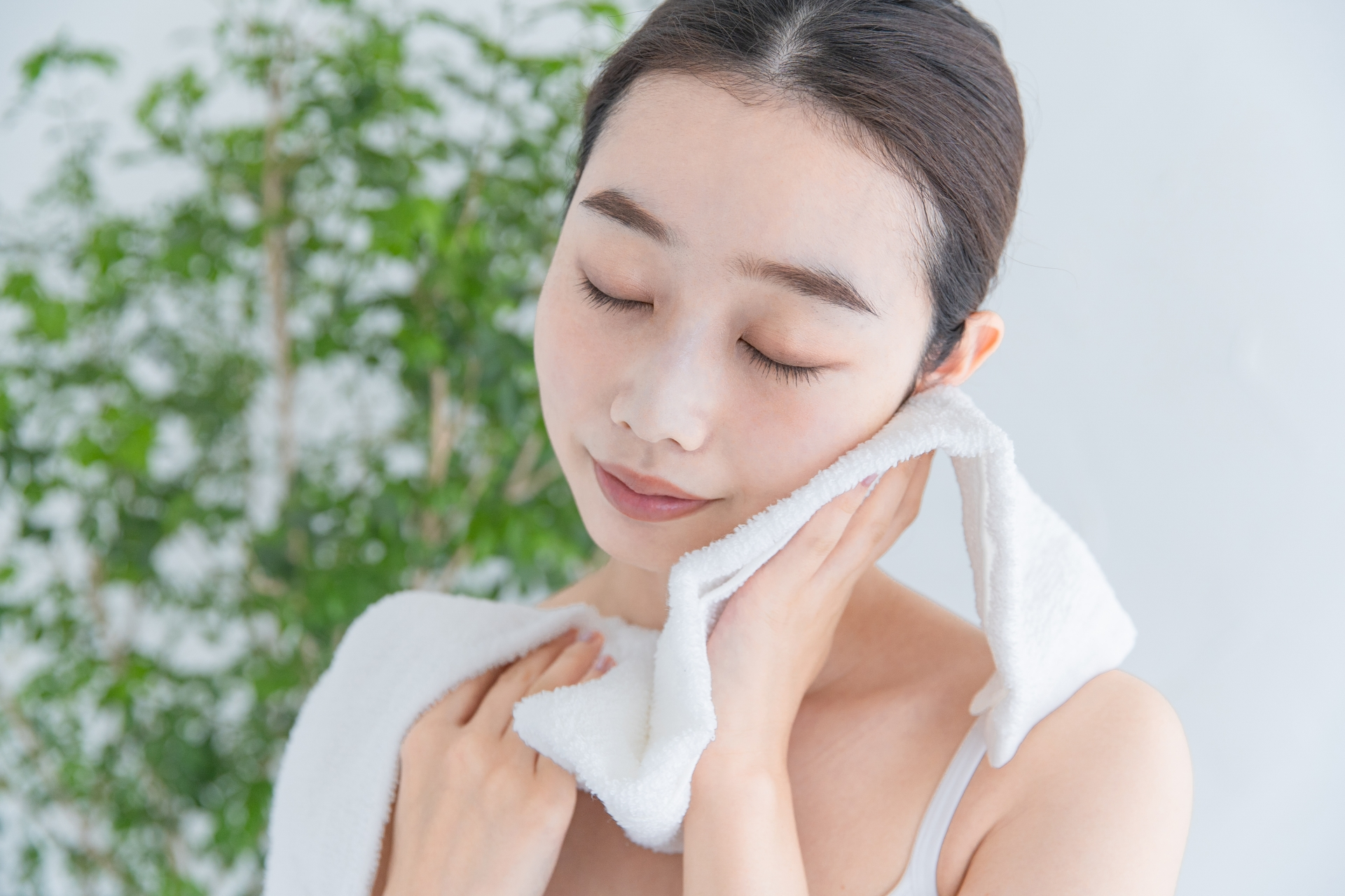 化粧品を使わずに「水洗顔+ワセリン」で美肌に!