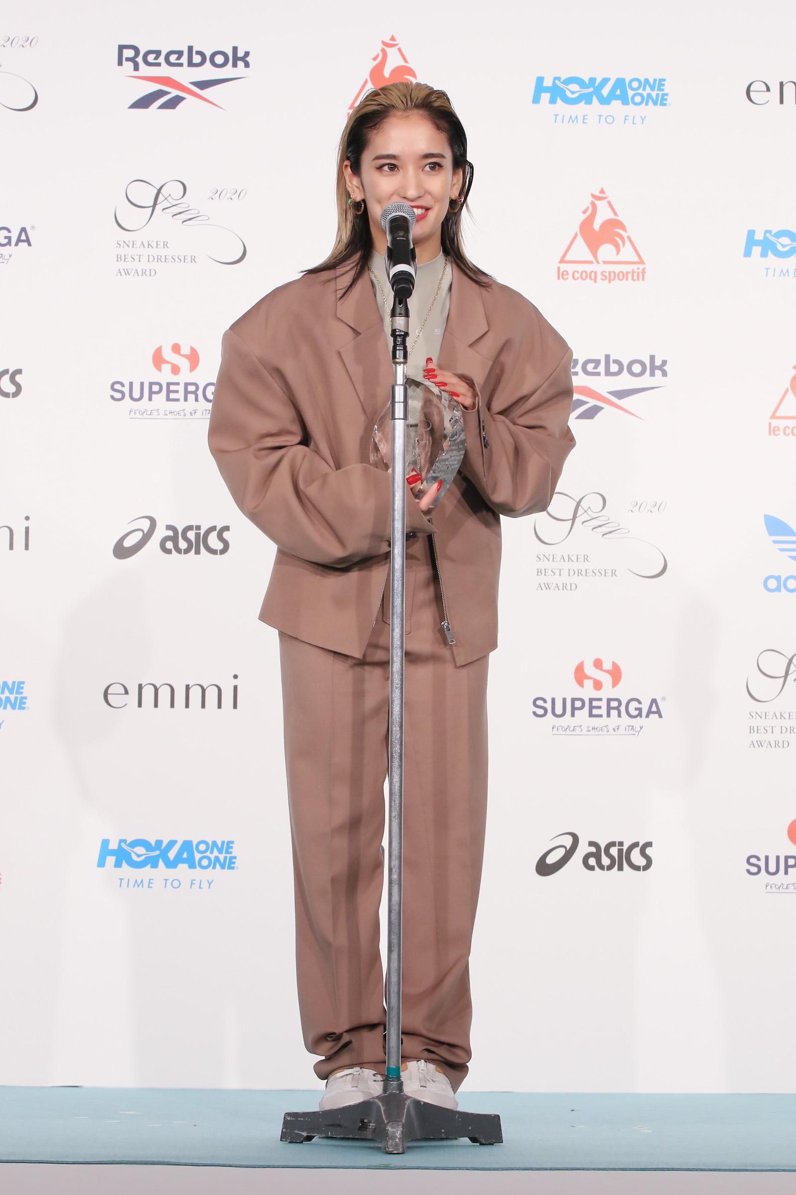 YURINO/スニーカーベストドレッサー賞2020」授賞式にて(2020年2月20日、東京都内・ホテル椿山荘東京)