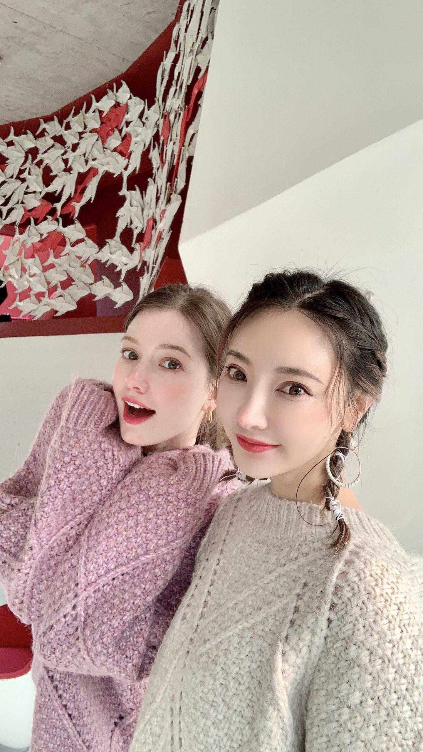 (左:Anastasia Cebulska 秦妃 右:Christine Wei/クリスティン・ウェイ氏)