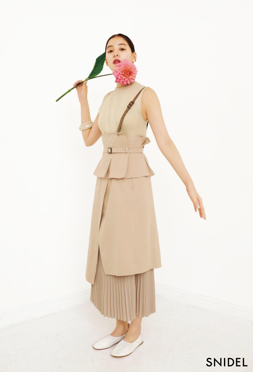 女優・新木優子(あらき ゆうこ)が纏う、 「SNIDEL(スナイデル)」2020年春コレクション
