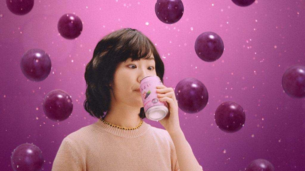 黒木華(女優、モデル)/ほろよい新CM「グレープもあの味だ」篇