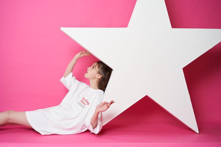 加藤ナナ/韓国トレンドファッションブランド『Darling Baby(ダーリン ベイビー)』シーズンモデル/Darling Baby logo Tee D1130