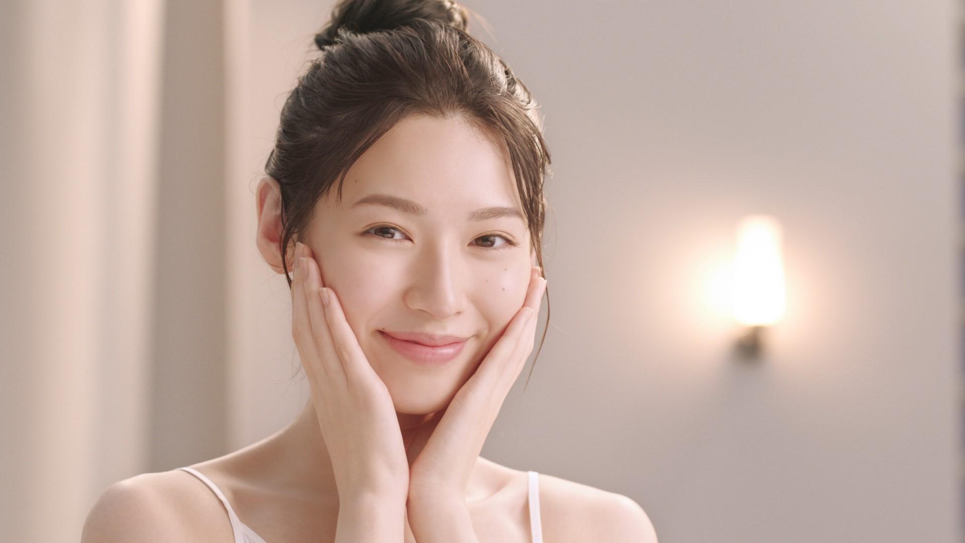 白石聖(しらいし・せい)/「キュレル ディープモイスチャースプレー」CM 女優、モデル