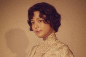 川島海荷 (かわしま うみか)舞台『アンナ・カレーニナ』のビジュアル写真