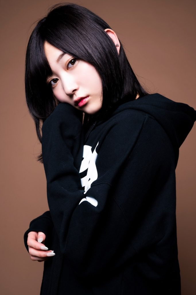 UVERworldのTAKUYA∞が撮影した、志田愛佳のオフショット写真