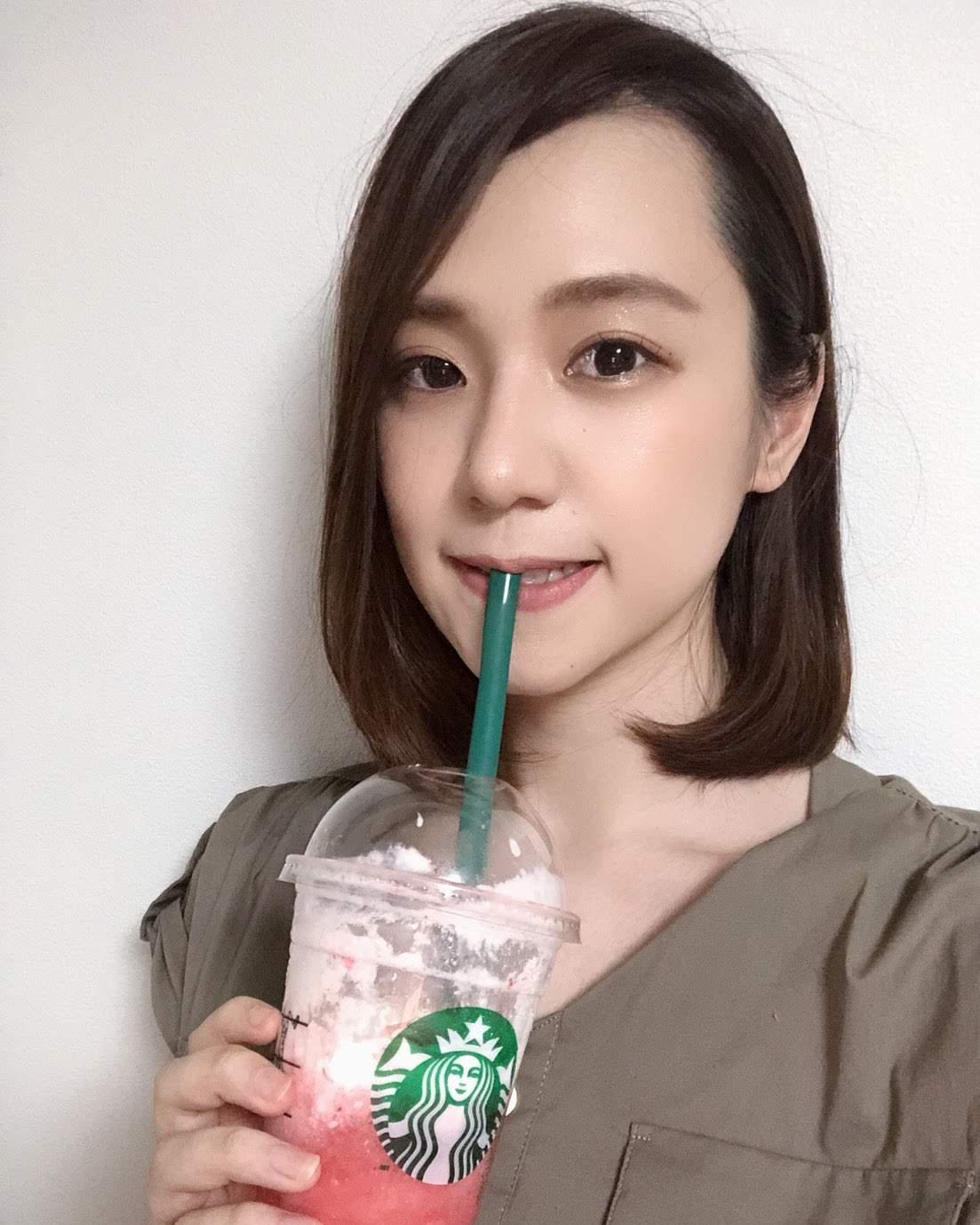 青木菜奈(あおき・なな)/スターバックス・イチゴ フラペチーノ