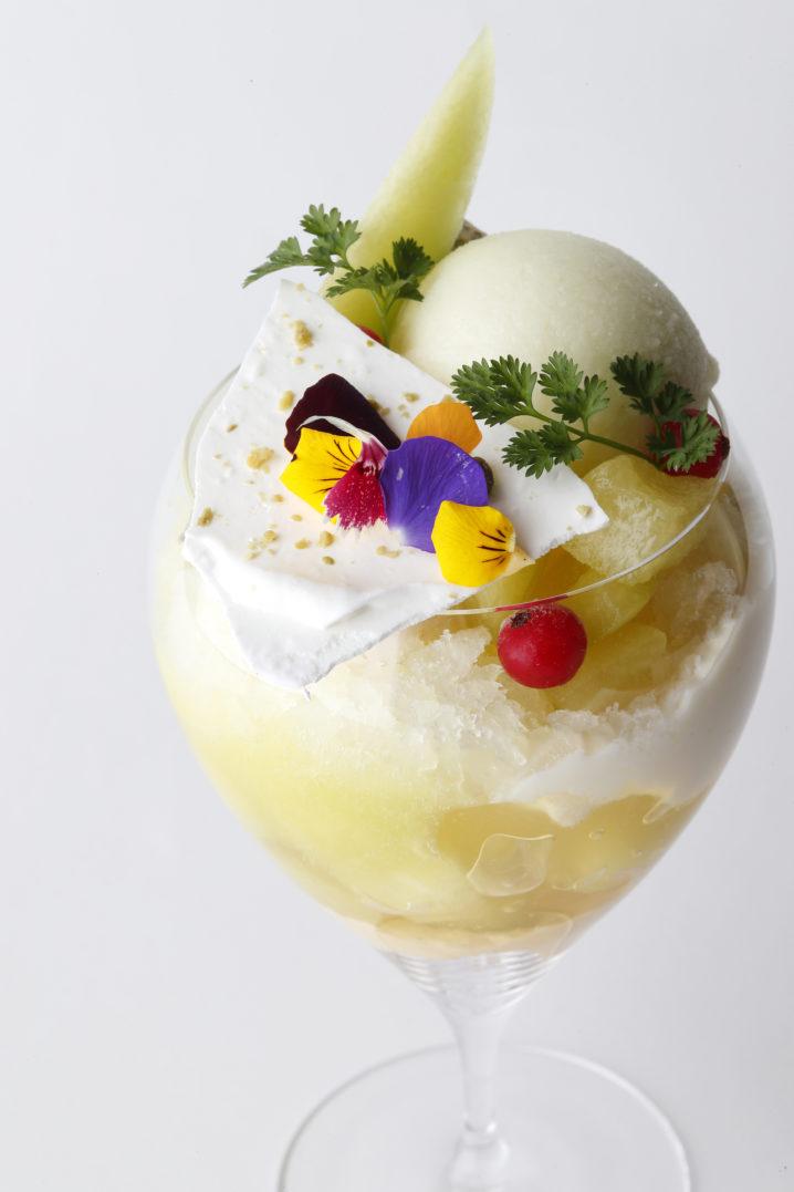 【エンポリオ アルマーニ カフェ青山】6 月のパフェは「旬のメロンたっぷりのラグジュアリーパフェ」