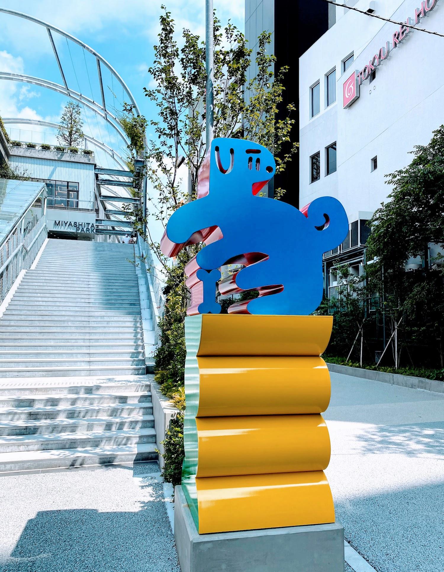 東京都渋谷の新・宮下公園のエントランスに登場したアートワーク「きゅうちゃん」(2020年8月)撮影:(C)ACTRESS