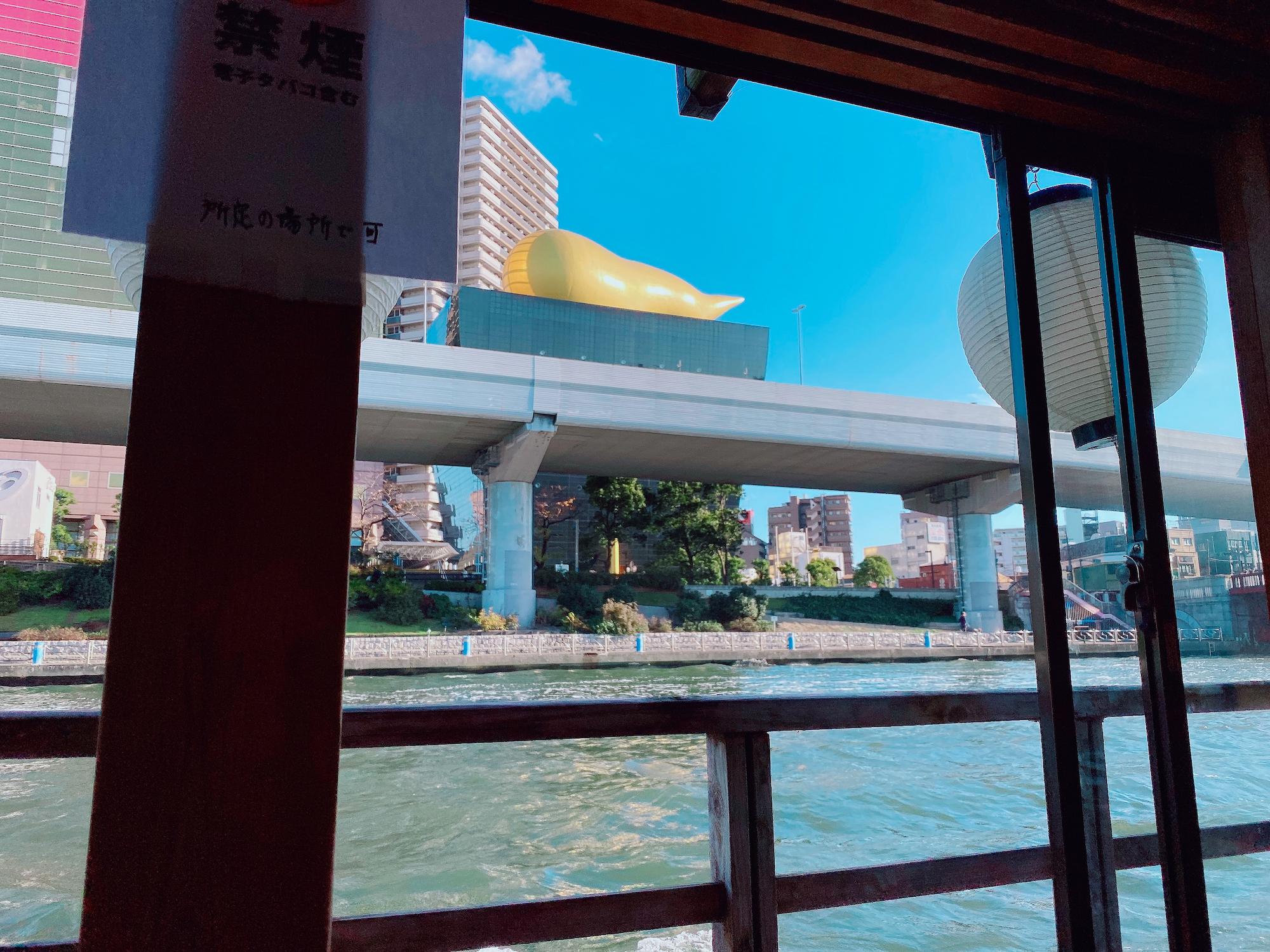 アサヒビール本社の金色のオブジェ(2020年11月)/撮影:(C) ACTRESS編集部