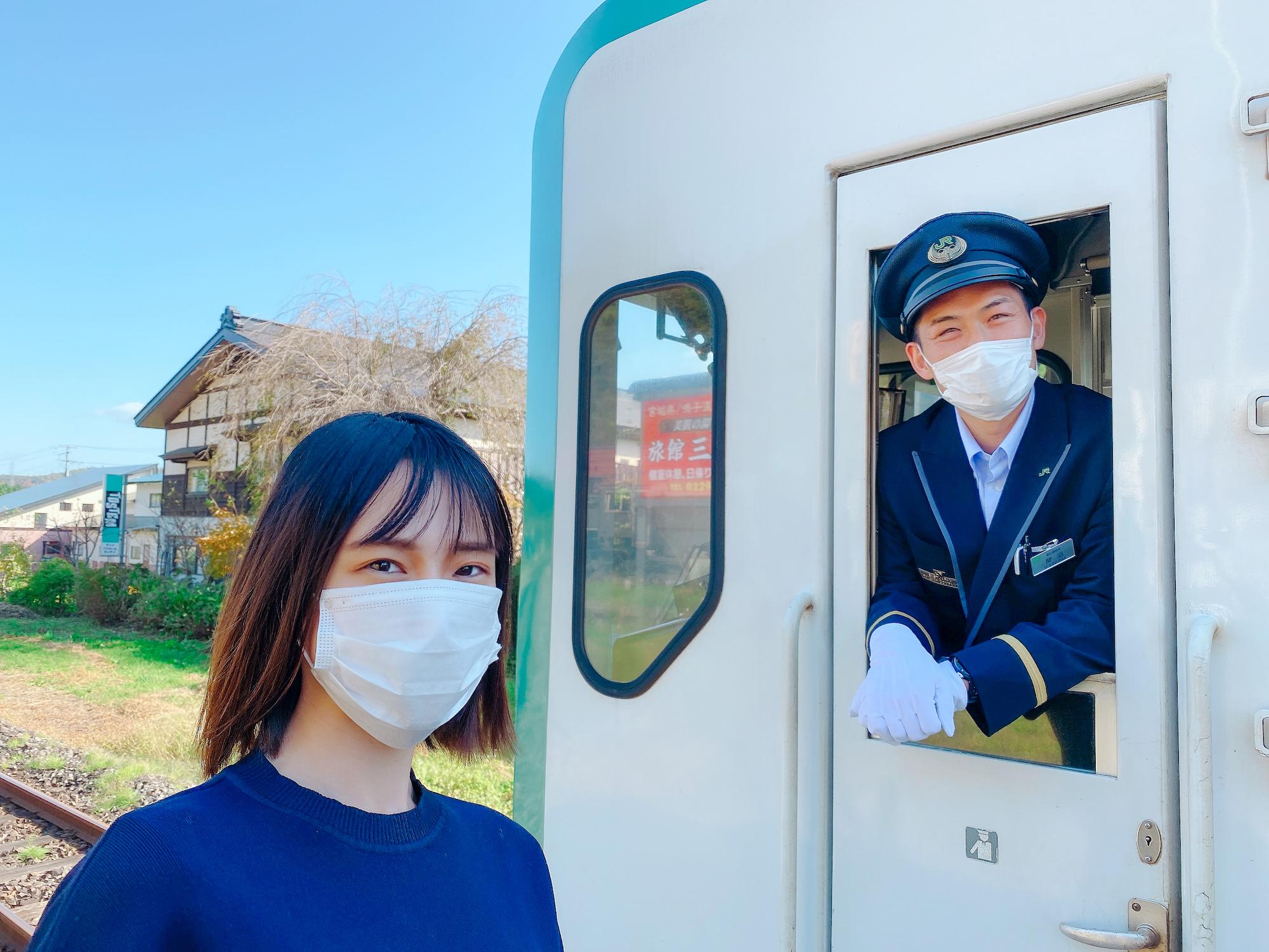 青木菜奈(あおき・なな)/陸羽東線列車にて/2020年10月31日.(C)ACTRESS.撮影