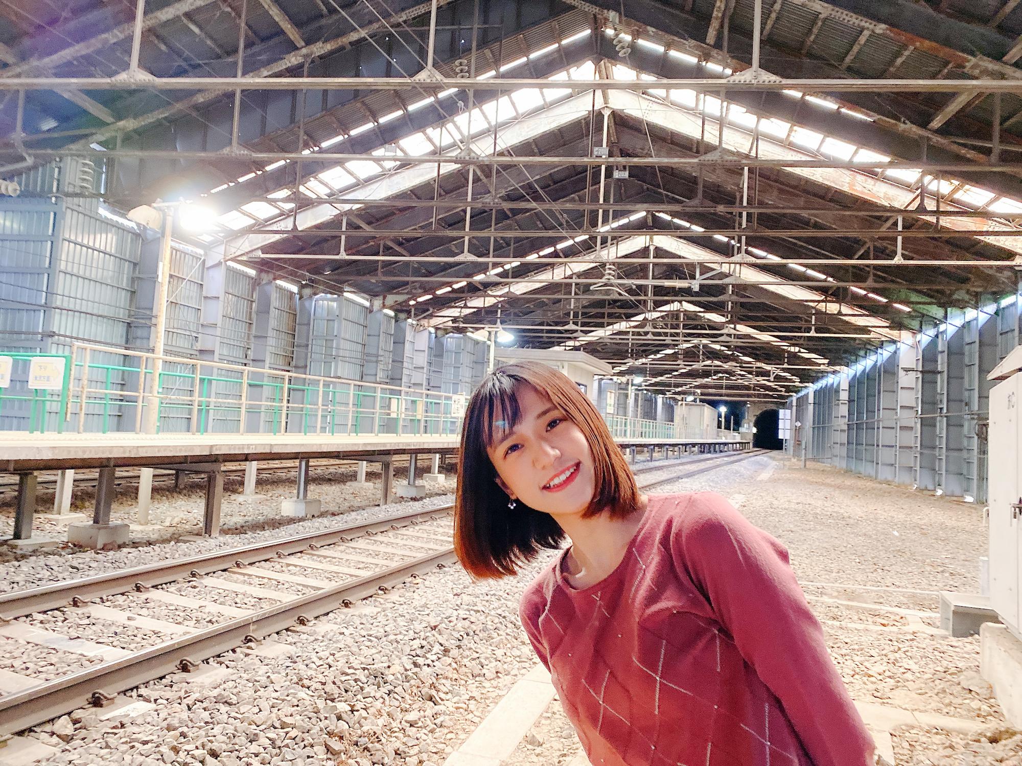 青木菜奈/山形県・峠駅にて(2020年10月30日)(C)ACTRESS編集部