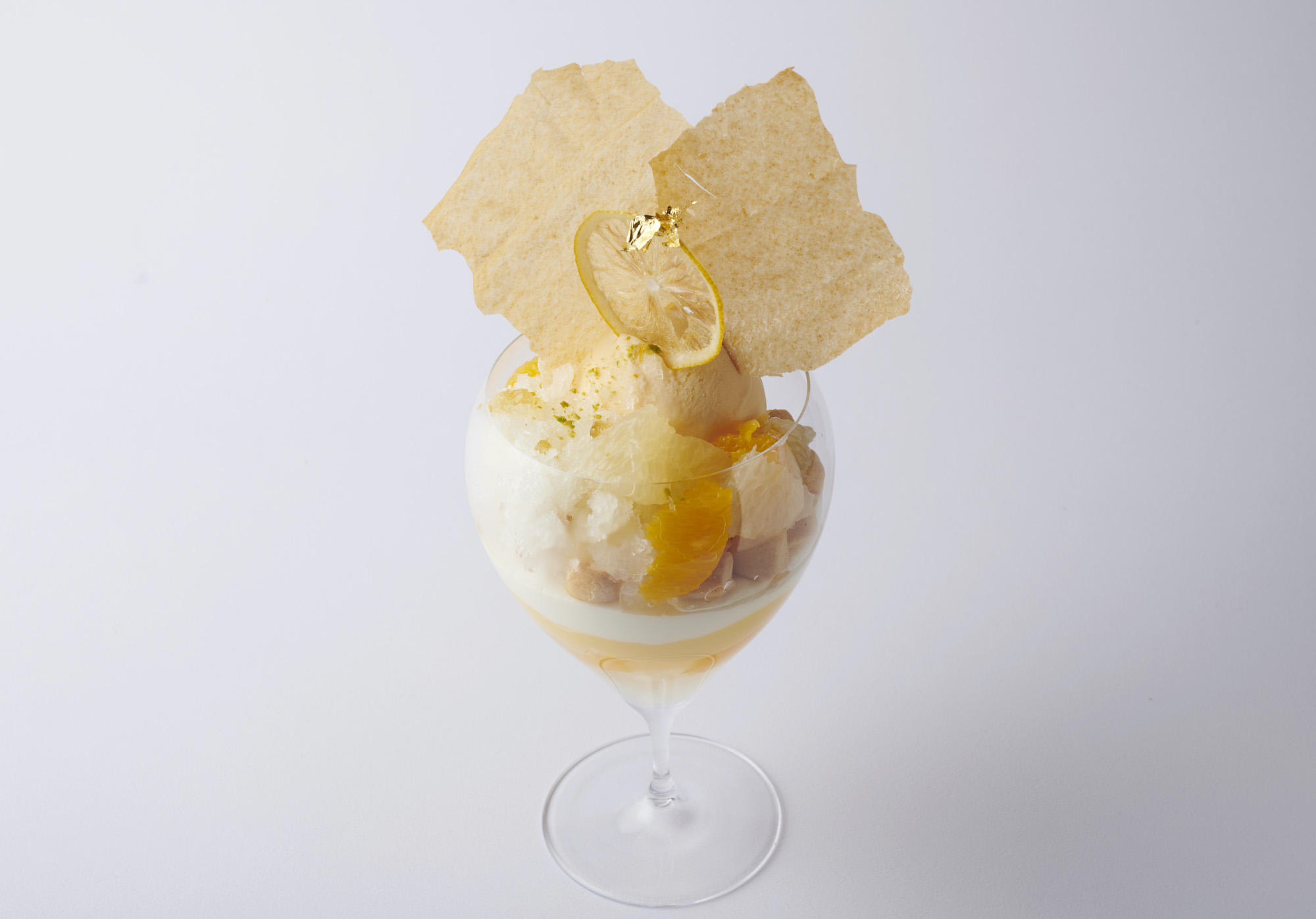 エンポリオ アルマーニ カフェ 青山・1 月のパフェ「柚子とレアチーズのパフェ」