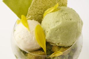 【エンポリオ アルマーニ カフェ 表参道】8月のパフェは「抹茶とミントのパフェ」