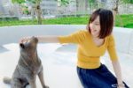 青木菜奈/東京都渋谷の新・宮下公園内パブリックアート「渋谷の方位磁針|ハチの宇宙」にて(2020年8月8日)撮影:(C)ACTRESS
